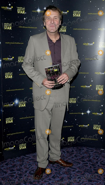 Phil Tufnell Photo - London UK Phil Tufnell at the Retail Trust London Ball held at the Grosvenor House Hotel in London 25th January 2010Can NguyenLandmark Media