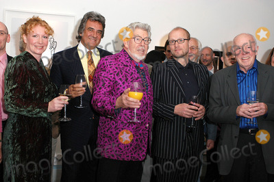 Adrian Edmondson Photo - London Charlie Dimmock David Dickinson Rolf Harris Adrian Edmondson and Richard Wilson at the launch of Star Portraits with Rolf Harris at County Hall Gallery An exhibition which features well known faces painted by professional portrait artists25 May 2005Ali KadinskyLandmark Media