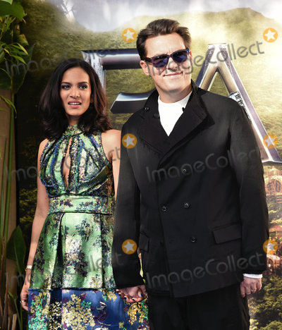 Anoushka Shankar Photo - London UK Anoushka Shankar and Joe Wright at World Premiere of Pan at the Odeon Leicester Square London on September 20th 2015 Ref LMK392-58283-210915Vivienne Vincent Landmark Media WWWLMKMEDIACOM