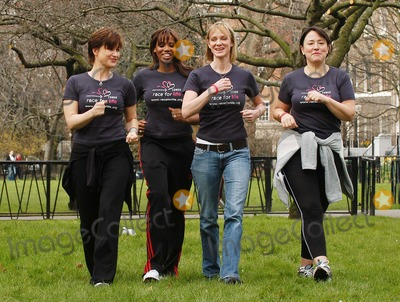 Hermione Norris Photo - London Emma Forbes Shaznay Lewis Hermione Norris and Arabella Weir launch the five km charity walk Race for life for Cancer Research Uk at Lincolns Inn Fields16 March 2005Ali KadinskyLandmark Media