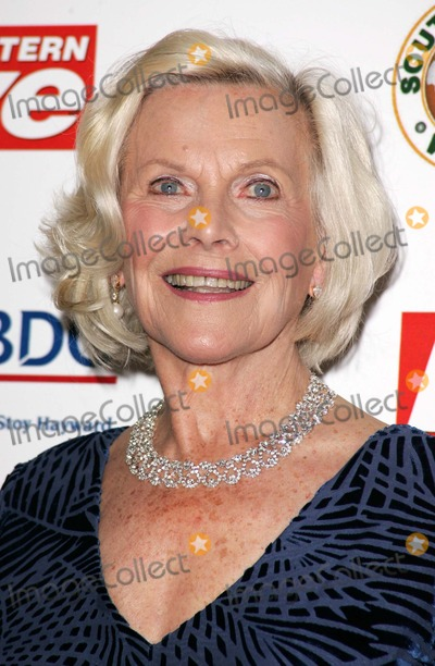 Honor Blackman Photo - London UK Honor Blackman at the Eastern Eye Asian Business Awards 2006 held at the Grosvenor House Hotel Park Lane19 April 2006Keith MayhewLandmark Media