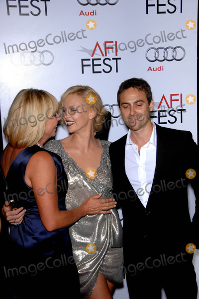 Stuart Townsend Photo - Gerda Theron Charlize Theron and Stuart Townsend during the 2009 AFI Fest presentation of the new movie from The Weinstein Company THE ROAD  held at Graumans Chinese Theatre in Los Angeles California 11-04-2009Photo by Michael Germana - Globe Photos incK63528MGE