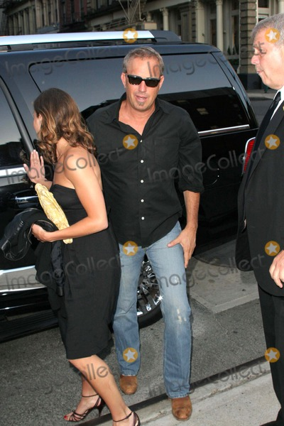 Annie Costner Photo - Mr Brooks New York Screening-outside Arrivals Soho Grand Hotel-nyc-52907 Kevin Costner  Daughterannie Costner Photo by John B Zissel-ipol-Globe Photos Inc 2007
