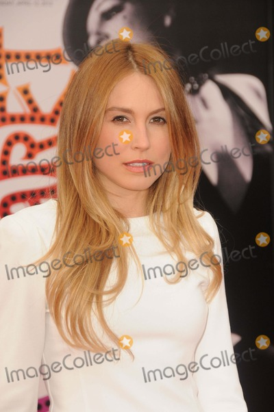 Sarah Carter Photo - Sarah Carter attending the World Premiere of the 40th Anniversary Restoration of Cabaret Held at the Graumans Chinese Theatre in Hollywood California on 41212 Photo by D Long- Globe Photos Inc