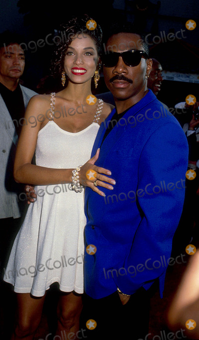 NICOLE MITCHELL Photo - Eddie Murphy with His Girlfriend Nicole Mitchell 1992 L3476 Photo by Lisa Rose-Globe Photos Inc