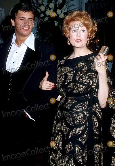 Lorenzo Lamas Photo - Arlene Dahl Lorenzo Lamas Academy Awards 1977 Oscars Phil RoachipolGlobe Photos Inc