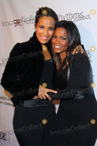Nia Long Photo - Nia Long and Daphne Wayans Attend Lincoln Motor Company  Automotive Rhythms an Evening of Style Held at Classic Records November 21st 2013 Los Angelescausa Photo TleopoldGlobephotos