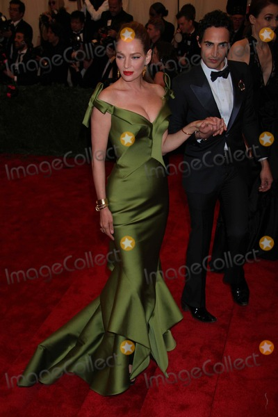 Uma Thurman Photo - Uma Thurmanzac Posen at Costume Institute Gal Benefit Celebrating Punk Chaos to Couturean Exhibition at the Metropolitian Museum of Art 5-6-2013 Photo by John BarrettGlobe Photos