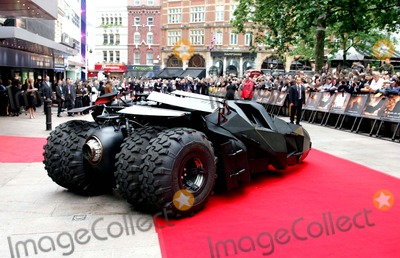 Batmobile Batman Photo - Batmobile Batman Begins European Premiere-odeon Leicester Square London Uk 6-12-2005 Photo Bymark Chilton-globelinkuk-Globe Photos Inc 2005