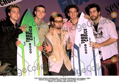 NSYNC Photo - The Teen Choice Awards 2001 Universal Amphitheatre Los Angeles 1281 Nsync Winners of Best Single Pop and Album Celebrity Credit AllstarGlobe Photos Inc