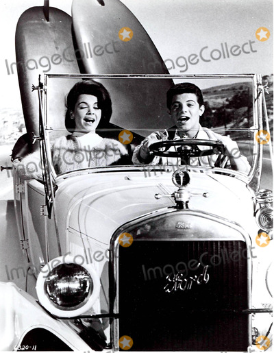 Frankie Avalon Photo - Annette Funicello and Frankie Avalon Photo Smp-Globe Photos Inc Annettefunicelloretro