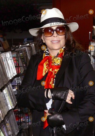 Faye Dunaway Photo - Faye Dunaway Rocket Videops Grand Re-opening Celebration Held at Rocket Video Storelos Angelescalifornia 07-10-2010 Credit Tleopold - Globephotos Inc 2010