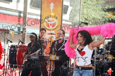 Harry Wayne Casey Photo - Kc  the Sunshine Band (Harry Wayne Casey) Perform on Nbcs Today Show Rockefeller Center New York City 07-14-2006 Photo by Mark Kasner-Globe Photos