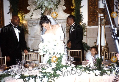 NICOLE MITCHELL Photo - Eddie Murphys Wedding to Nicole Mitchell at the Plaza New York City 03-18-1993 Photo by Dianne Hamilton-Globe Photos