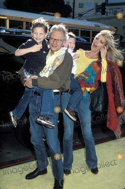 Larry King Photo - Larry King with His Family the Spongebob Squarepants Movie Premiere at the Chinese Theatre in Hollywood CA 11-14-2004 Photo by PhilroachipolGlobe Photos Inc