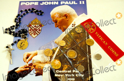John Paul Photo - Pope John Paul Ii Souveniers on Sale   Newport Center Mall New Jersey Photo D Cantor  Globe Photos Inc 1995