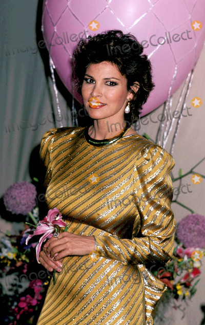Raquel Welch Photo - Raquel Welch Photo John Barrett-Globe Photos Inc 1982 Raquelweclhretro