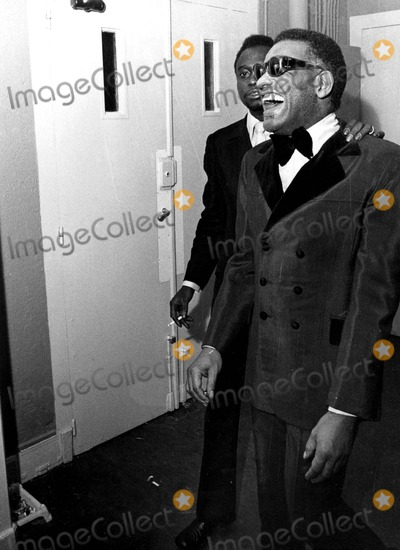 Ray Charles Photo - Raycharlesretro Ray Charles Globe Photosinc