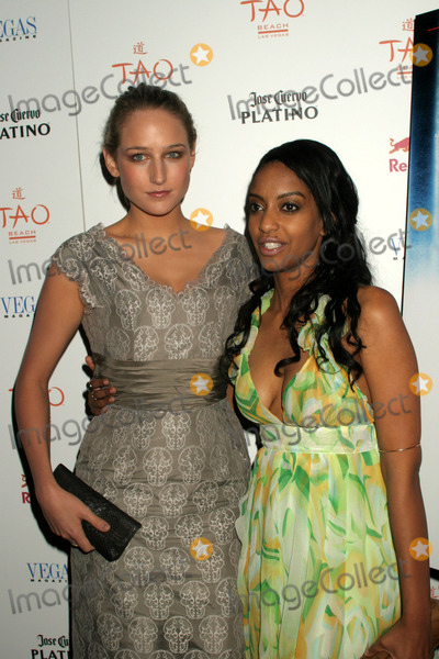 Leelee Sobieski Photo - Leelee Sobieski Hosts Las Vegas Magazine Cover Party at Tao Restaurant and Nightclub Venetian Resort and Casinok Las Vegas NV 04-17-2008 Photo by Ed Geller-Globe Photos Leelee Sobieski Azie Tesfai