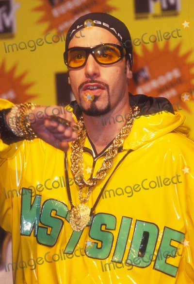 Ali G Photo - Mtv Europe Awards 2001 Ali G (Sacha Baron Cohen) Photo by Alec Michael-Globe Photos