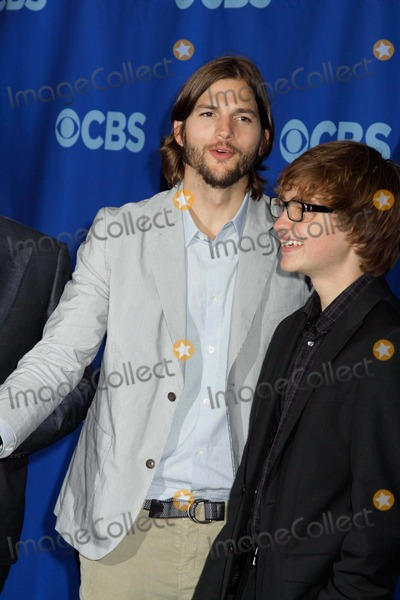 Ashton Jones Photo - Cbs  2011-2012 Prime Time upfrontlincoln Center nycmay 18 2011photos by Sonia Moskowitz Globe Photos Inc 2011jon Cryer Ashton Kutcher Angus T Jones