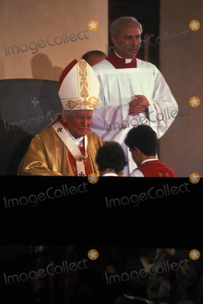 John Paul Photo - Pope John Paul Ii in Albania Photo M Bastone  Globe Photos Inc 1993