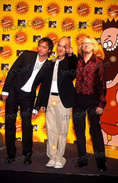 R E M Photo -  11801 the Mtv Europe Music Awards 2001 Rem Photo by Roger HarveyGlobe Photos Inc