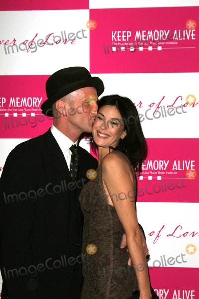 Stephen Kay Photo - 11th Annual Keep Memory Alive Benefit Mgm Grand Hotel Conference Center Las Vegas Nevada 02-10-2007 Photo by Ed Geller-Globe Photos Inc 2007 Teri Hatcher and Boyfriend Stephen Kay