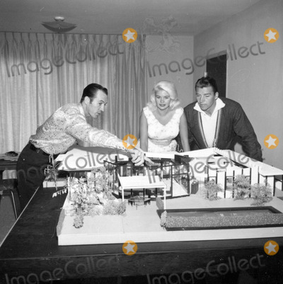 Mickey Hargitay Photo - Mickeyhargitayretro Mickeyhargitayretro Jayne Mansfield and Mickey Hargitay at Home Photo by Larry Barbier-Globe Photos