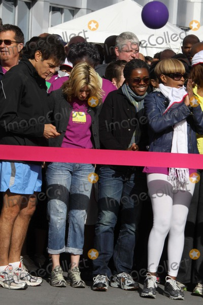 Tracy Chapman Photo - DROZELIZABETH BANKS TRACY CHAPMAN MARY JBLIGEat O the Oprah Magazine Celebrates its 10thAnniversary with a charity walk Oprah WinfreyLive Your Best Life Walk Starting at Pier 86 the Intrepid   05-09-2010Photo by John BarrettGlobe Photos INC2010K64749JBB
