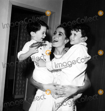 Linda Cristal Photo - Linda Cristal with Sons Jordan and Gregory a937-3 Nate CutlerGlobe Photos Inc