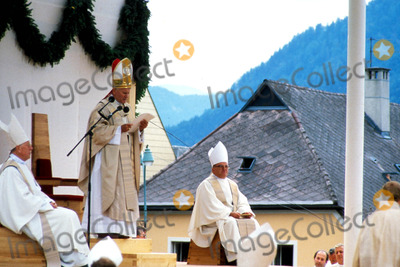 John Paul Photo - Pope John Paul Ii in Austria Photo Globe Photos Inc Popejohnpaulretro2