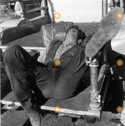 Anthony Perkins Photo - Anthony Perkins the Tin Star Photo Larry Barbier JrGlobe Photos Inc Anthony Perkins