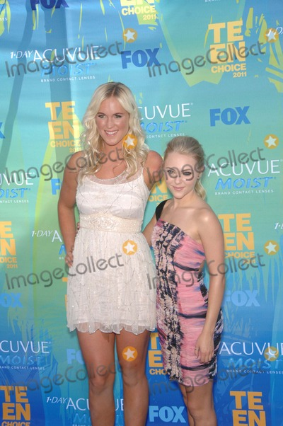 Bethany Hamilton Photo - Bethany Hamilton and Annsophia Robb During Teen Choice 2011 Held at the Gibson Amphitheatre on August 7 2011 in Los Angeles Photo Michael Germana - Globe Photos Inc