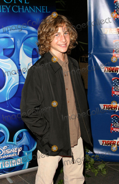 Alex Linz Photo - Los Angeles Premiere of Tiger Cruise at the Directors Guild of America Theatre in Los Angeles California 07272004 Photo by Kathryn IndiekGlobe Photos Inc 2004 Alex Linz