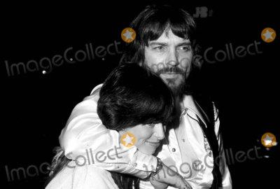 Waylon Jennings Photo - -10c Waylon Jennings and Wife PhotoGlobe Photos Inc