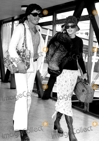 Goldie Photo - Goldie Hawn with Escort Bruno Wintzel at the Heathrow Airport Bound For Rome Photo ByGlobe Photos Inc
