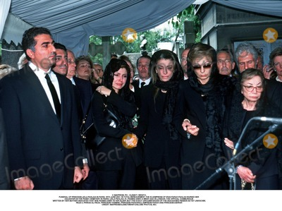 Prince Ali Photo - IMAPRESS PH  CLEMOT  BENITOFUNERAL OF PRINCESS LEILA PAHLAVI IN PARIS 16TH JUNE 2001 IN TOTAL BEREAVEMENT THE EX-EMPRESS OF IRAN FARAH PAHLAVI BURIED HER DAUGHTER IN THE PASSY CEMETERY IN PARIS LEILA PAHLAVI 31 PASSED AWAY A WEEK AGO IN LONDON THE OFFICIAL COMMUNIQUE WRITTEN BY HER MOTHER INDICATED THAT SHE PASSED AWAY IN HER SLEEP BUT THE EXACT CIRCUMSTANCES OF THE DEACEASED REMAIN AS YET UNKNOWNREZA II PRINCE ALI REZA PRINCESS YASMINE PRINCESS FARAHNAZ EMPRESS FARAH AND PRINCESS ASHRAFCREDIT IMAPRESSCLEMOTBENITOGLOBE PHOTOS INC
