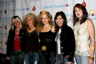 Antigone Rising Photo - Tj Martell Foundation Celebrates Its 30th Anniversary with a Gala at the Marriott Marquis Hotel New York City 10-06-2005 Photo by John Barrett-Globe Photos 2005 Antigone Rising