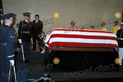 President Ronald Reagan Photo - Arrival Ceremony and Repose at Ronald Reagan Presidential Library For Former President Ronald Reagan Simi Valley CA (06072004) Photo by ClintonhwallaceipolGlobe Photos Inc2004 Ronald Reagans Casquet Inside the Rotunda