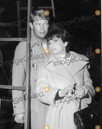 Troy Donahue Photo - Suzanne Pleshette Troy Donahue Photo by Globe Photos