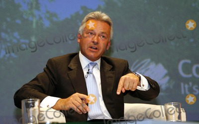 Alan Duncan Photo - Alan Duncan Mp Shadow Sec State Business  Enterprise Conservative Party Conference 2007 1 October 2007 Winter Gardens Blackpool England 10-01-2007 Photo by Dave Gadd-allstar-Globe Photos