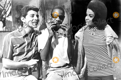 Frankie Avalon Photo - Muscle Beach Party Frankie Avalon Stevie Wonder and Annette Funicello Photo SmpGlobe Photos Inc Annettefunicelloretro