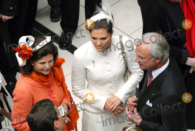 Queen Silvia Photo - Visit to Fiels Shopping Centre-swedish State Visit-restaden Copenhagen Denmark 05-10-2007 Photo by Ricardo Ramirez-richfoto-Globe Photos Inc King Carl Gustav Queen Silvia  Princess Victoria of Sweden
