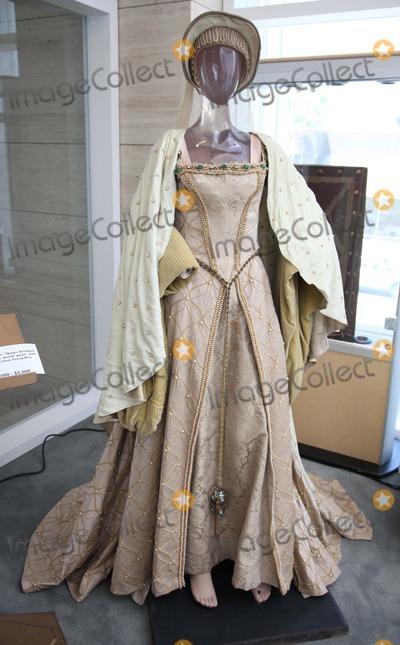 Young Queen Elizabeth 1 Dress Jean Simmons Pictures ...