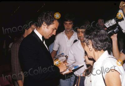 Roger Staubach Photo - 1980 Roger Staubach Signs Autographs in Dallas Texas Photo by David WooGlobe Photos