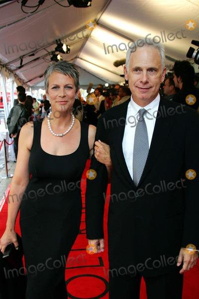 Jamie Lee Curtis Photo - Jamie Leigh Curtis and Christopher Guest (Director) Arriving K49673am For Your Consideration Premiere 2006 Toronto International Film Festival Roy Thomson Hall Toronto Ontario Canada 09-10-2006 Photo by Alec Michael-Globe Photos Inc