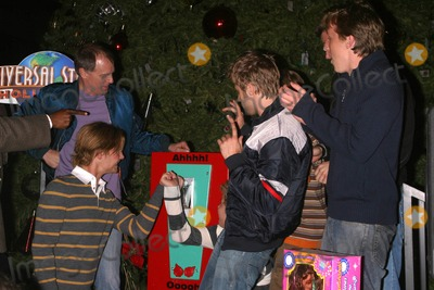 Andrew Eiden Photo - K40870MRKEITH CARRADINE AND CAST OF TVS COMPLETE SAVAGES ILLUMINATES SIX-STORY CHRISTMAS TREE AND SHOWERS CHRISTMAS GIFTS 0N HOMELESS CHILDRENTHEME PARK UNIVERSAL STUDIOS UNIVERSAL CITY CA12-14-2004PHOTO BY MILAN RYBAGLOBE PHOTOS INC2004ERIK VON DETTEN KEITH CARRADINE SHAUN SIPOS ANDREW EIDEN