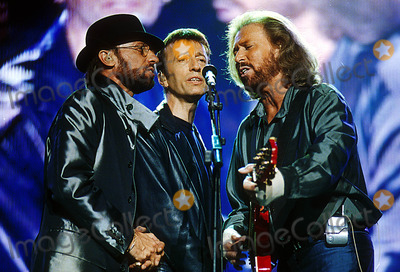 Bee Gees Photo - Bee Gees Concert at Wembley Stadium London Enland 9051998 Photo Uppa Ipol Globe Photos Inc 1998 Bee Gees Maurice Barry and Robin Gibb Mauricegibbretro