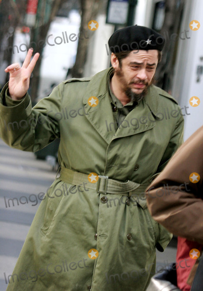 Che Guevara Photo - Filming of Che Story About Che Guevara When He Came to NY in 1963 Photo by John Barrett-Globe Photosinc 01-28-06 Benicio Del Toro